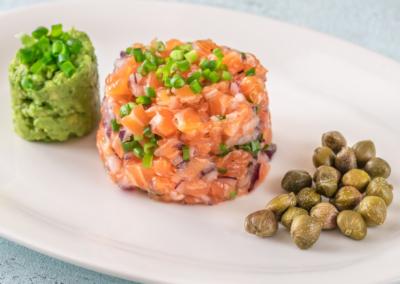 Tartare de saumon & son Guacamole / Salmon tartar & Guacamole